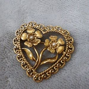 Heart with flowers and pearls pin